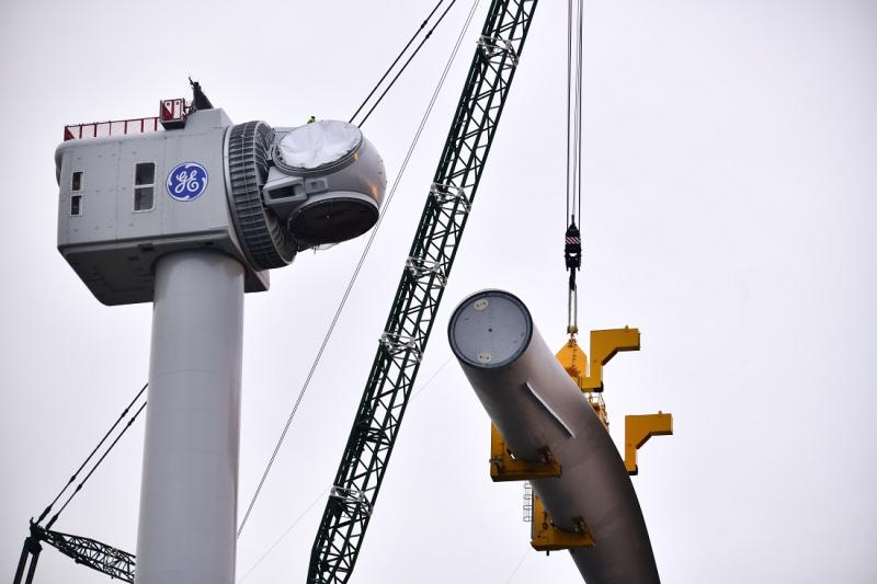 Installation of GE Haliade's blades has started!