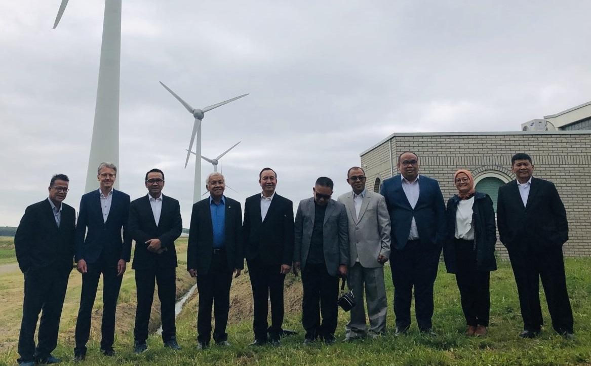 Indonesische parlementariërs bezoeken Windpark NOP